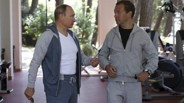Путин показал бицепсы, но устоял перед соблазном разорвать футболку