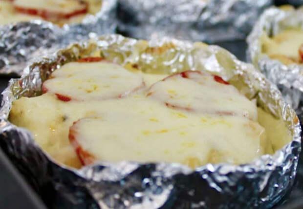 Оборачиваем фольгой и в духовку: печеный картофель-минутка