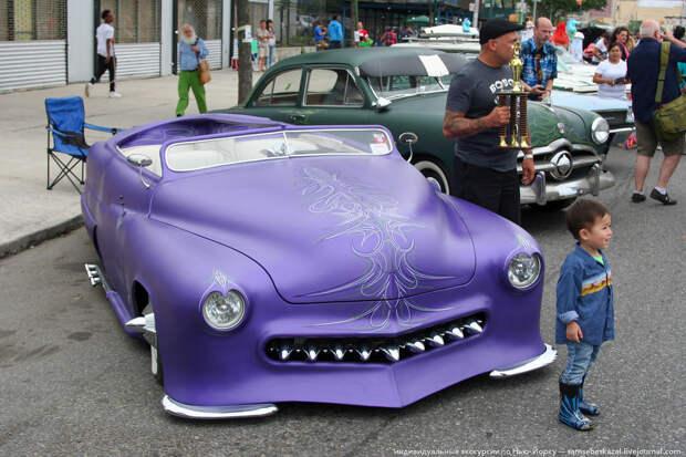 Параду традиционно предшествовало шоу старых автомобилей. америкосы, манхетон, руссалки