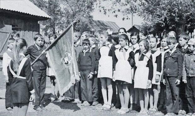 это пионерский отряд сельской школы. СССР, история, школа