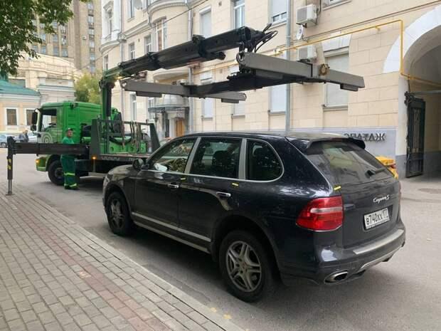 За неуплату парковочных штрафов в Москве у водителя отобрали Porsche