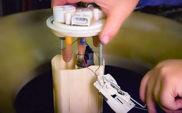 Меняем топливный фильтр на ВАЗе - видеоинструкция ЗР