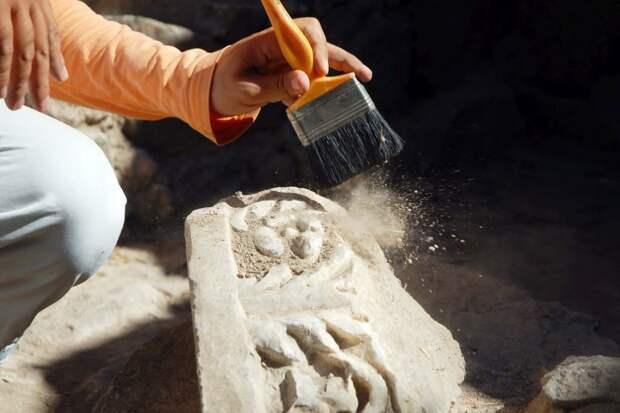 """Археологи раскопали бункер с """"трехмерными"""" бюстами возрастом 11 000 лет"""