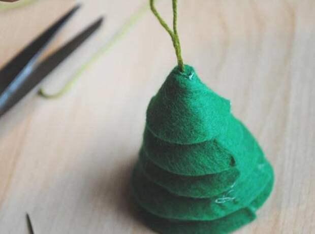 Простая новогодняя елка из фетра. Как сделать новогодние игрушки из фетра своими руками
