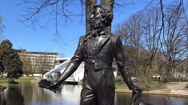 Латвия пошла по незавидному пути Чехии с Коневым: в Риге ополчились на памятник Пушкину