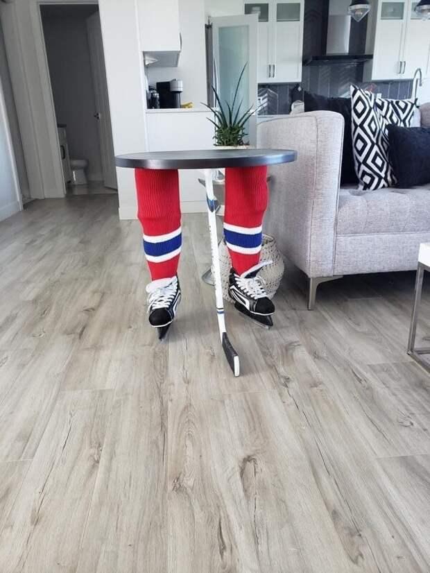 21. Что произошло с этим хоккеистом?..