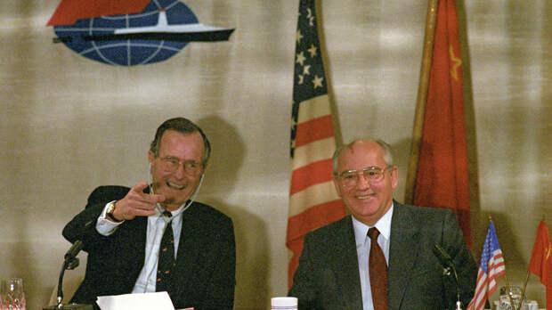 Совместная пресс-конференция Председателя Верховного Совета СССР Михаила Горбачева и президента США Джорджа Буша  - РИА Новости, 1920, 31.07.2021