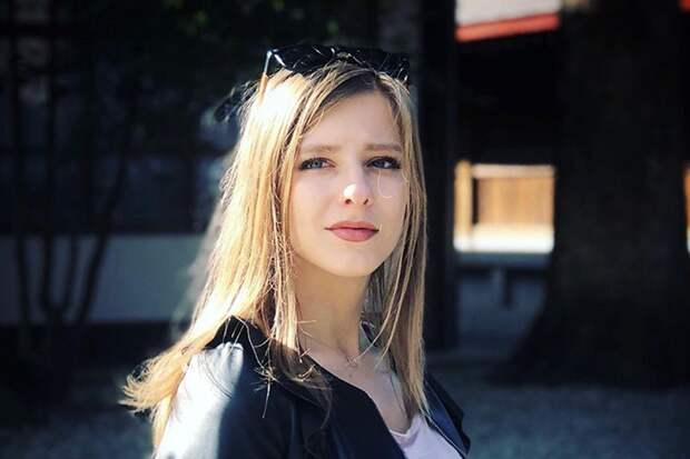 «Такие красивые»: Арзамасова запечатлелась с мужем и пасынком в Сочи