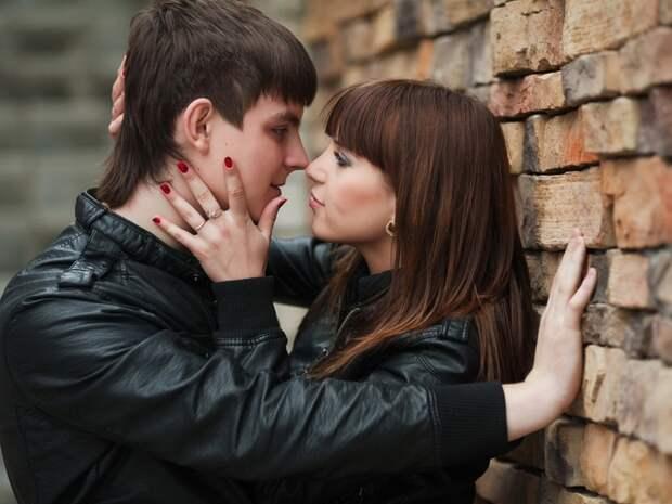 Какие женские действия сводят с ума мужчин еще до секса