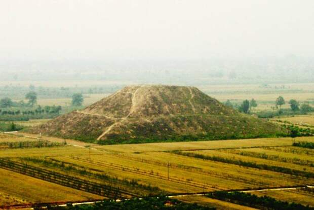 Кто построил китайские пирамиды?