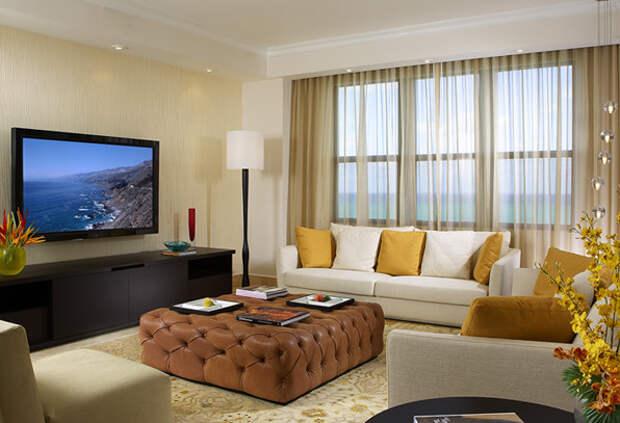 Фото гостиной с большим телевизором