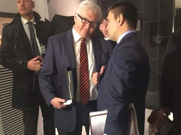 Глава МИД ФРГ пришел на встречу с украинским коллегой в галстуке цвета георгиевской ленты