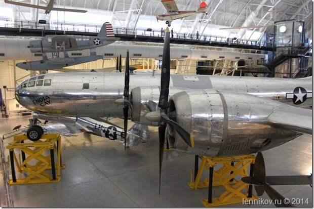 Стратегический бомбардировщик B-29 «Enola Gay» Стратегический бомбардировщик B-29 «Enola Gay»