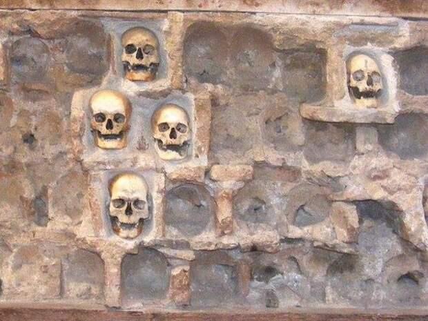 Челе-Кула - башня черепов.
