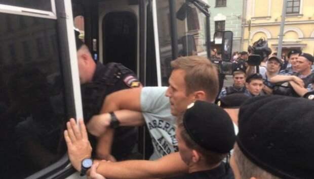 В Москве проходит несогласованная акция в поддержку Голунова, есть задержанные   Продолжение проекта «Русская Весна»