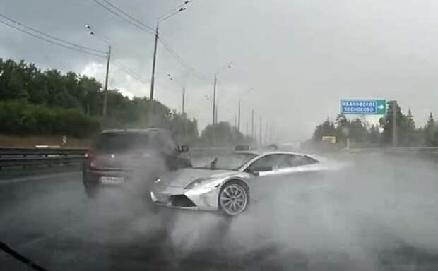Водитель Lamborghini не справился с аквапланированием в Подмосковье