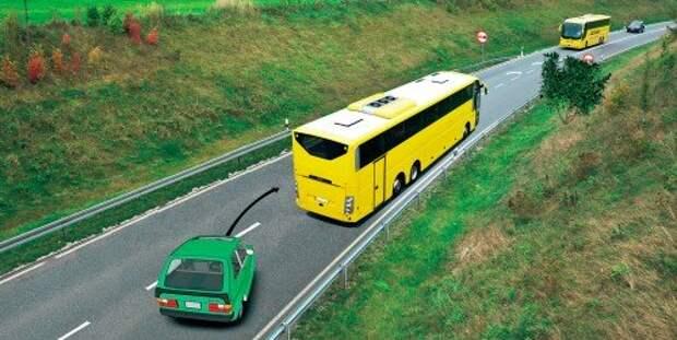 Водитель зеленого автомобиля может заранее увидеть запрет обгона.