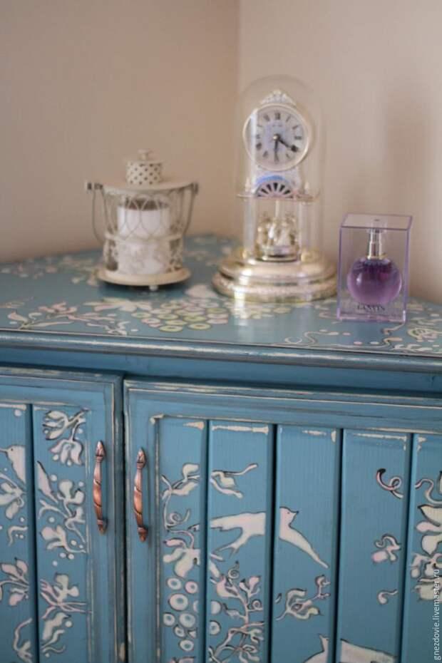 Расписываем бабушкин сундук, шкаф, стол и тумбочку краской по мебели