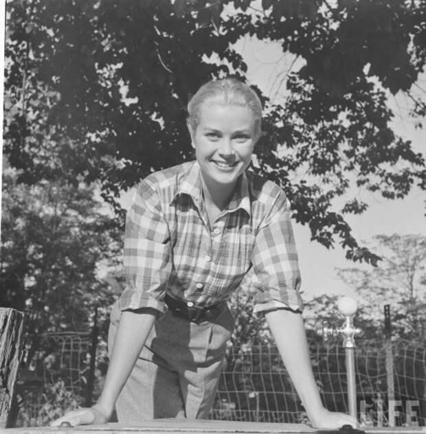 Грейс Келли во время съемок фильма «Ровно в полдень», октябрь 1951.