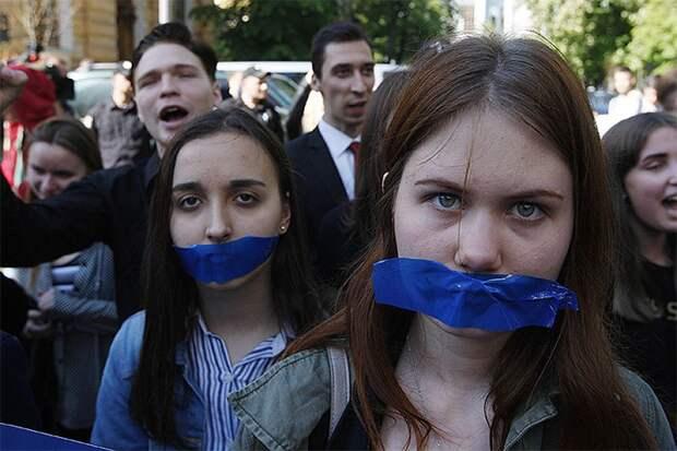 Май 2017 года, митинг против блокировки российских соцсетей в Киеве.
