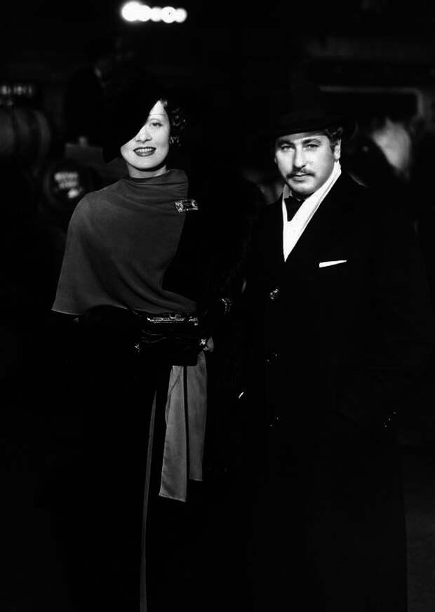 1933. Марлен Дитрих и Джозеф фон Штернберг на премьере