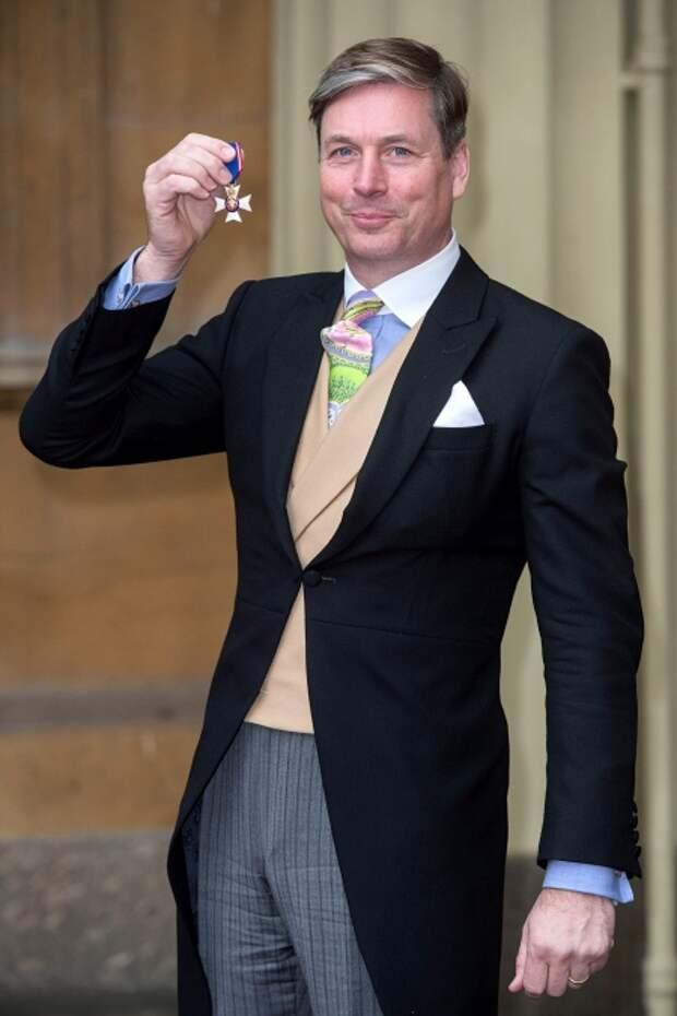 Стюарт Парвин на получении Королевского Викторианского ордена, март 2016 года