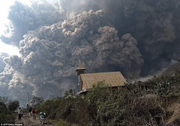 15 самых зрелищных извержений вулканов последнего десятилетия
