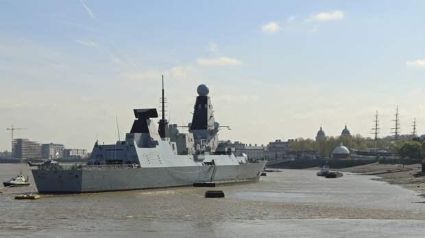 """Британский эсминец Defender назвали """"жирной целью"""" для российских комплексов"""
