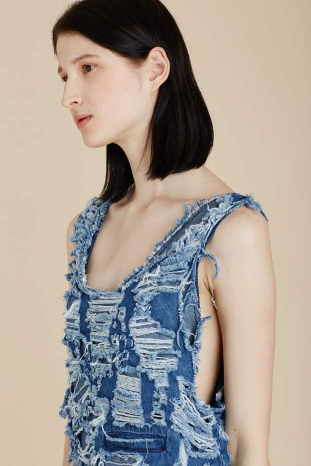 Рваное джинсовое платье