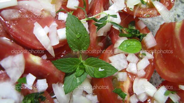 http://st.depositphotos.com/1786418/1323/i/950/depositphotos_13230646-Tomato-salad-with-basil-fresh-and-healthy.jpg