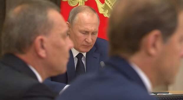 О чём Путин совещался с Минобороны?