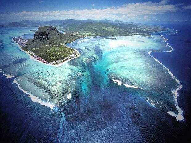 Подводный водопад у берегов Маврикия