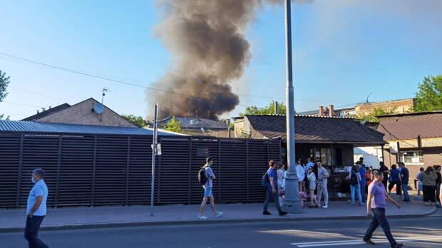 На загоревшемся складе хранилось 15 тонн взрывчатых веществ
