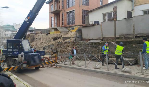 Прокуратура начала проверку инцидента с обрушением подпорной стены в Ростове