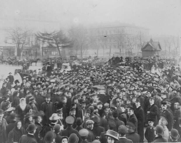 010. Встреча участников пробега у Александровского сада. 1912