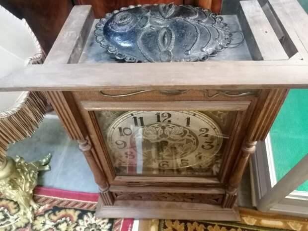 Во время ремонта квартиры в Лефортове рабочий похитил антикварные часы