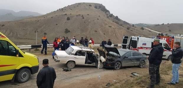 В районе Судака столкнулись две легковушки, есть пострадавшие