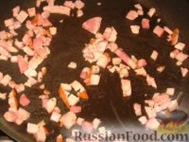 Фото приготовления рецепта: Яичница с ветчиной и грибами в помидоре - шаг №2