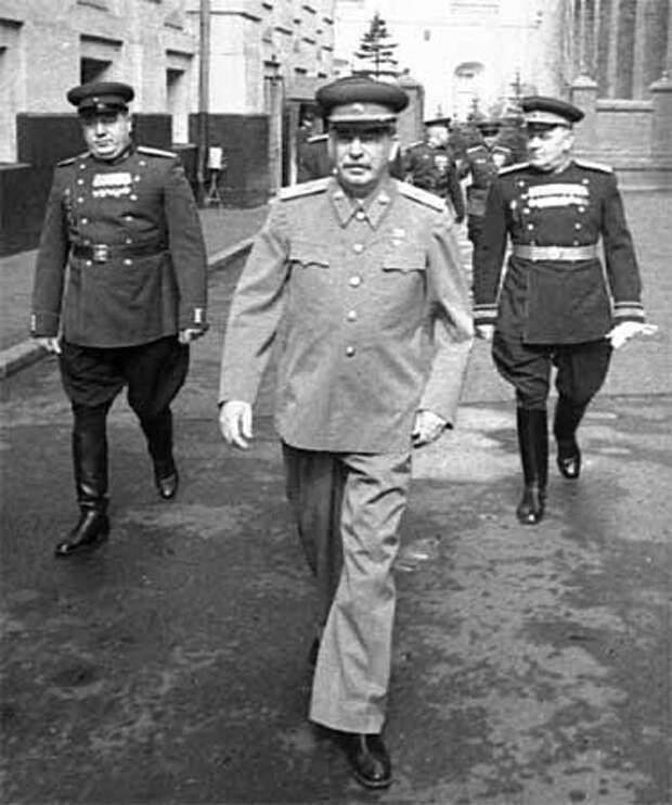 """Впадал ли Сталин в прострацию? """"Великая оболганная война"""""""