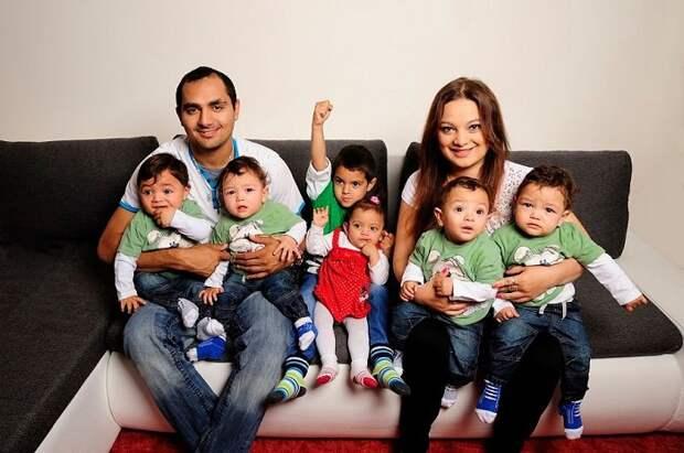 Александра с мужем и детьми.