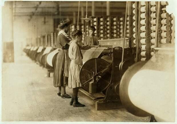 8. Девочка на ткацкой фабрике, Северная Каролина. 1908 год. америка, дети, детский труд, история