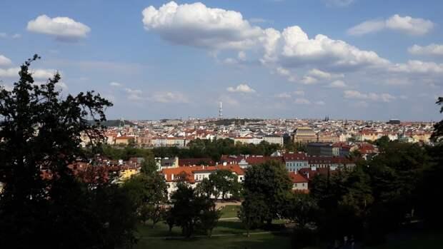 Высылка российских дипломатов из Чехии обернулась митингом в Праге