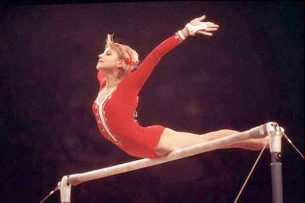 Советская гимнастка феноменально делала смертельный номер — его запретили. Сейчас даже мужчины боятся это повторять