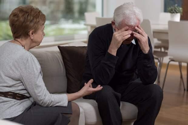 Свекор звонит внукам только тогда, когда свекровь спит: «Если она узнает, будет скандал!»