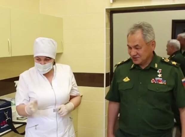 Собянин и Шойгу вслед за Жириновским и Мантуровым испытали новую вакцину