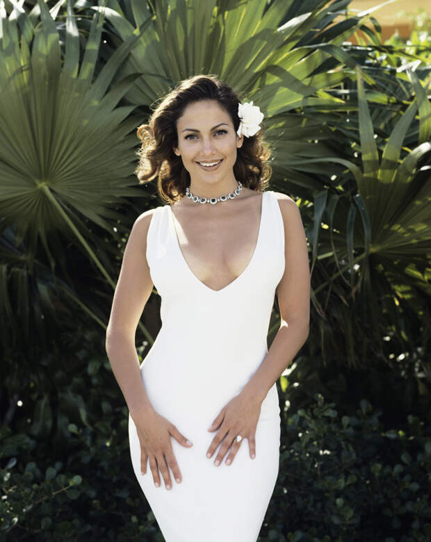 Дженнифер Лопес (Jennifer Lopez) в фотосессии Фируза Захеди (Firooz Zahedi) для журнала Vanity Fair (1998), фотография 4