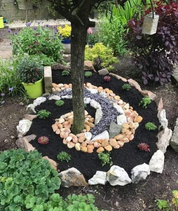 Необычный прием, который способен украсить любой сад. /Фото: i.pinimg.com