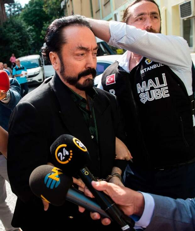 Секс, блондинки иАллах: как турецкий телепроповедник создал культ разврата