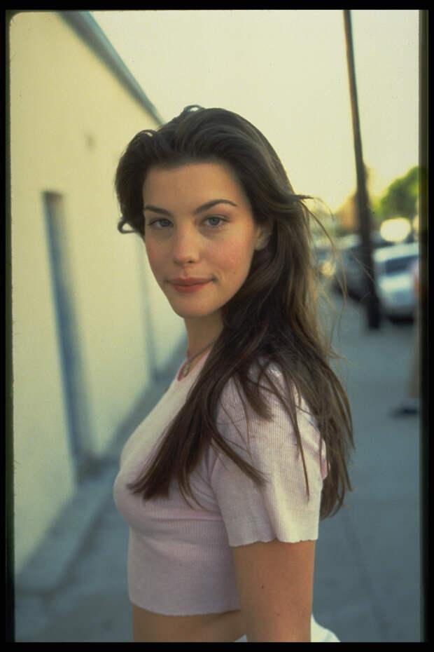 Лив Тайлер (Liv Tyler) в фотосессии Микеля Робертса (Mikel Roberts) (1997), фото 4