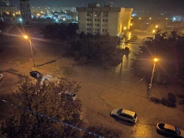 В Севастополе поплыли автомобили